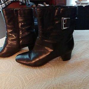 Anne Klein black leather boots size 7